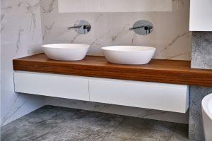La salle de bain en teck : découvrez ses fantasmes et ses attraits